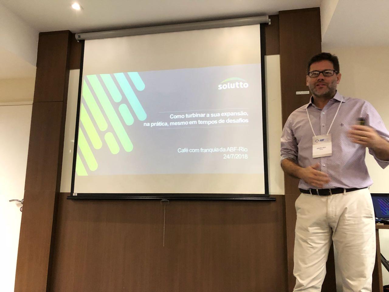 Erick Vils diretor da Solutto palestrando na ABF Rio